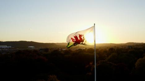 Drone-Shot-De-Bandera-De-Gales-En-La-Luz-Del-Sol