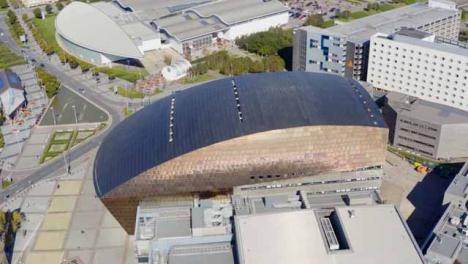 Drone-Shot-Orbitando-El-Millennium-Center-De-Gales-06