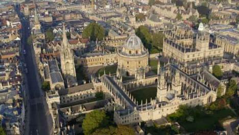 Drohnenaufnahme-Im-Orbit-Des-Radcliffe-Kameragebäudes-In-Oxford-Langversion