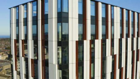 Disparo-De-Drone-Orbitando-El-Edificio-Bridge-Street-Exchange-En-Cardiff-Versión-Corta-2-De-2