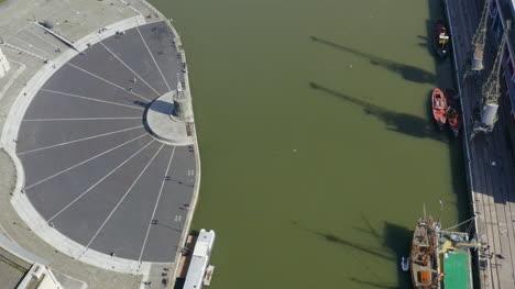 Disparo-De-Drone-Alejándose-De-Canons-Marsh-Y-Wapping-Wharf-En-Bristol-Versión-Corta-1-De-2