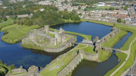 Drohnenschuss-Im-Orbit-Von-Caerphilly-Castle-06