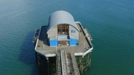 Drone-Shot-Orbitando-Mumbles-Pier-En-Swansea-05
