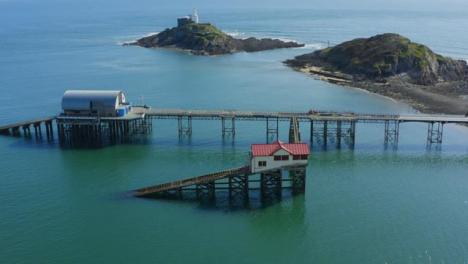 Drone-Shot-Orbitando-Mumbles-Pier-En-Swansea-09