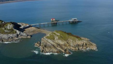 Drone-Shot-Orbitando-Mumbles-Pier-En-Swansea-13