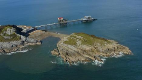 Drone-Shot-Orbitando-Mumbles-Pier-En-Swansea-14