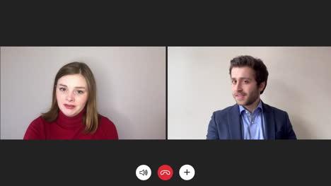 Therapeut-Hört-Patienten-über-Video-Chat-Zu
