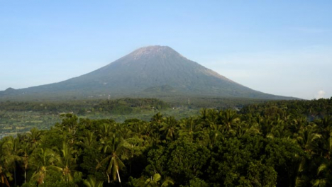 Drone-Shot-Ascending-and-Looking-at-Mount-Agung-Volcano