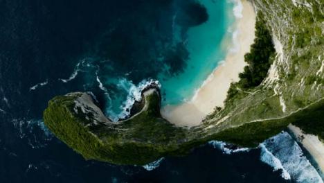 Drone-Shot-Ascending-Above-T-Rex-Bay-at-Nusa-Penida-Island-Beach