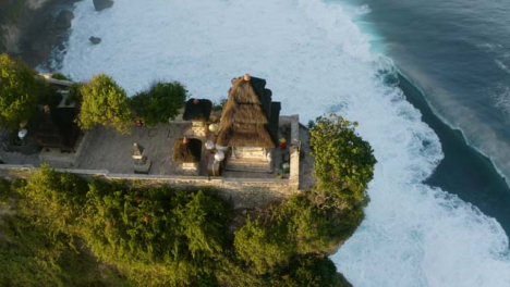 Disparo-De-Drone-Volando-Sobre-El-Templo-De-Uluwatu