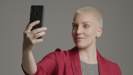 Female-model-talking-into-front-facing-camera-on-smartphone-01