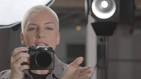 Female-photographer-taking-photos-during-studio-portrait-session-02