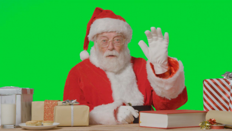 Portrait-Shot-of-Santa-Talking-to-Camera-In-Front-of-a-Green-Screen-