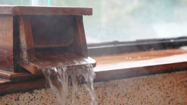 hot-spring-water-come-out-from-bathtub