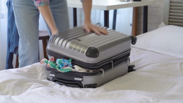 woman-squeezing-and-dragging-the-suitcase