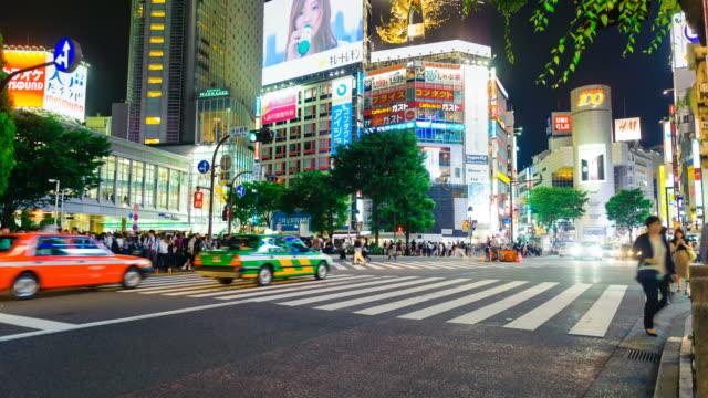 Distrito-de-Shibuya-por-la-noche-con-paso-de-peatones-de-paso-público-Tokio-Japón-Timelapse-de-4K
