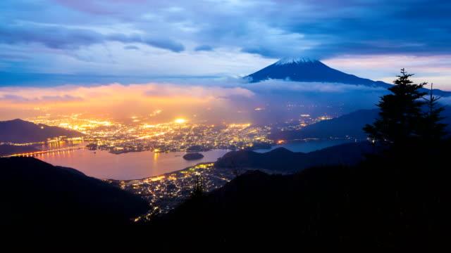 4-K-día-a-lapso-de-tiempo-de-la-noche-del-Monte-fuji-Japón-(vista-aérea)