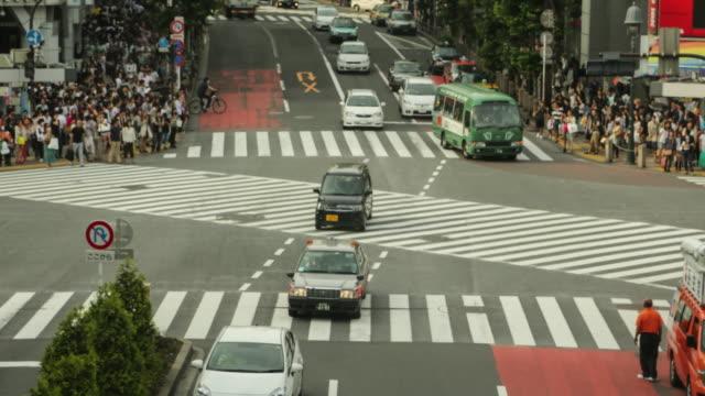 Tokyo-Japan-Daytime-Timelapse-of-people-walking-the-Shibuya-crossing-during-the-night