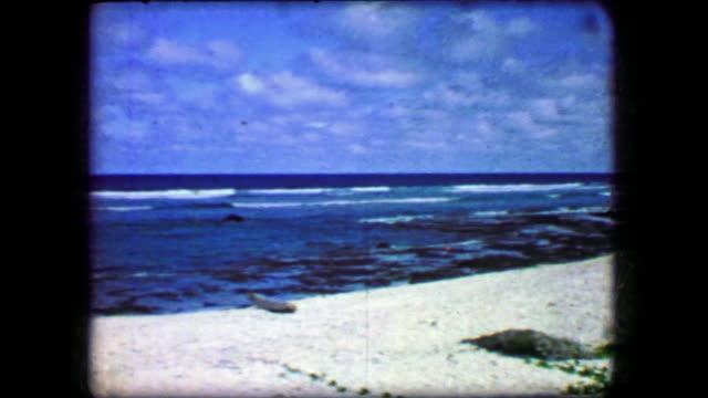 1944:-azul-cielo-playa-blanca-arenas-majestuosa-vista-paraíso-Virgen-belleza-