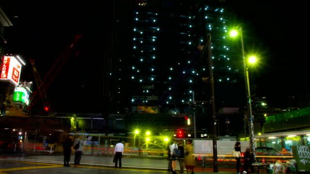 Lapso-la-noche-hiper-4K-en-shibuya-en-Tokio-gran-tiro