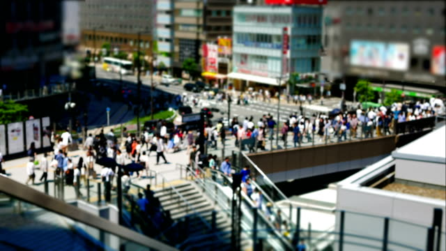 Time-lapse-of-anonymous-crowd-of-people-walking-on-walk-way