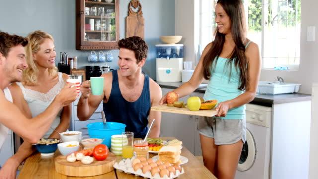 Smiling-friends-having-breakfast