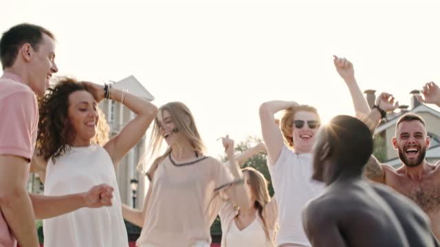 Somersault-en-Beach-Party