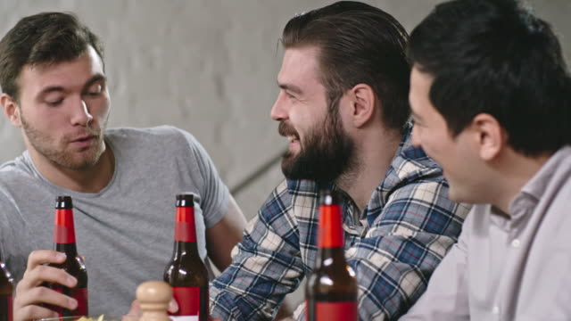 Men-Drinking-Beer-and-Talking