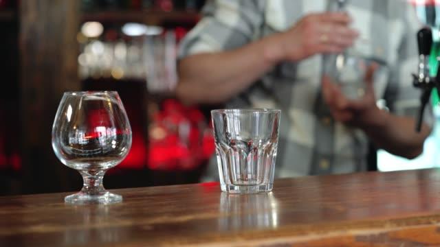 Barman-or-bartender-preparing-alcohol-cocktail-in-restaurant