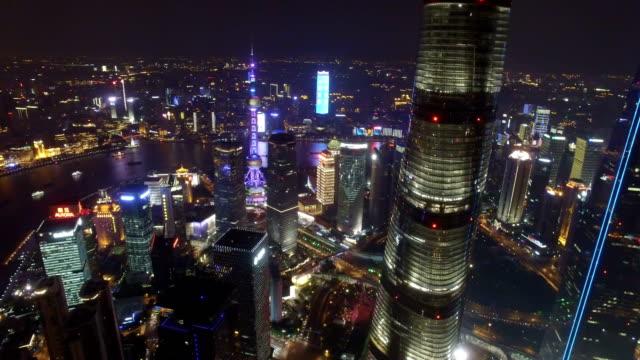 Toma-aérea-del-paisaje-urbano-de-Shanghai-y-horizonte-en-la-noche-de-Shanghai-China