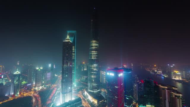 iluminación-nocturna-de-China-Shangai-panorama-aéreo-de-la-superior-del-paisaje-urbano-techo-4k-lapso-de-tiempo