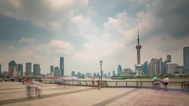 China-Shangai-panorama-céntrico-de-los-luz-famoso-río-Bahía-de-ciudad-paisaje-día-4k-lapso-de-tiempo