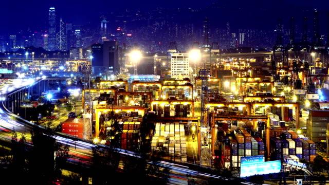 Timelapse-de-contenedores-puerto-de-4K-en-la-noche-Hong-Kong-Tight-Shot-