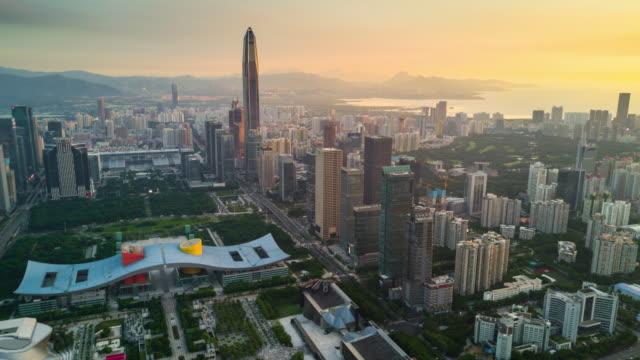 China-shenzhen-ciudad-KK100-edificio-puesta-de-sol-cielo-centro-Ayuntamiento-panorama-aéreo-4k-timelapse