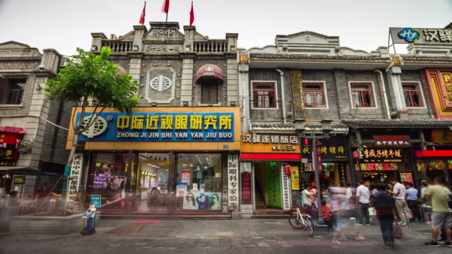 wuhan-city-pedestrian-walking-street-day-time-old-buildings-front-panorama-4k-time-lapse-china