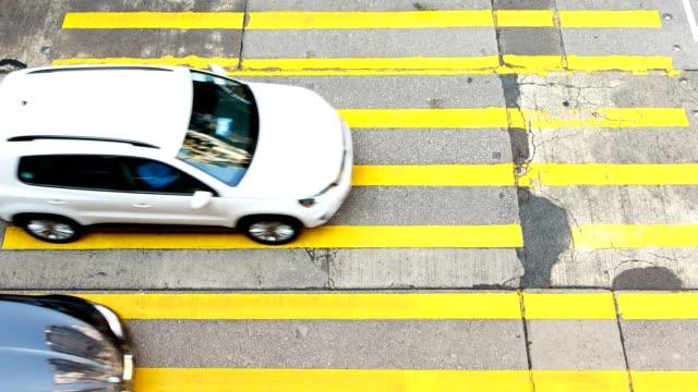 Belebten-Fußgänger--und-Auto-Kreuzung-am-Hong-Kong---Zeitraffer