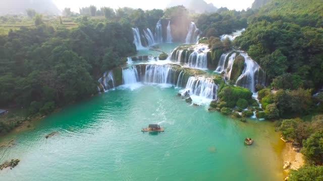 Bangioc-Wasserfall-in-Cao-Bang-Provinz-Vietnam-erhöhte-Ansicht