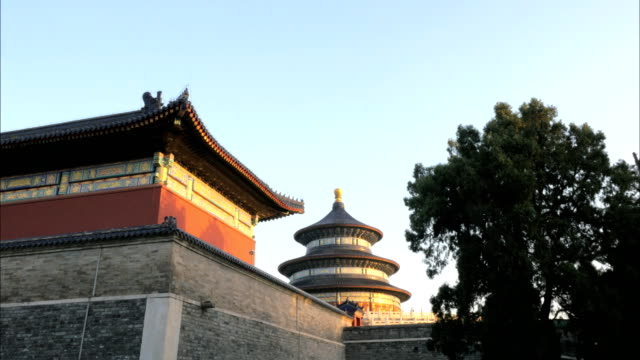 exterior-wall-and-pavillion-at-the-temple-of-heaven-beijing