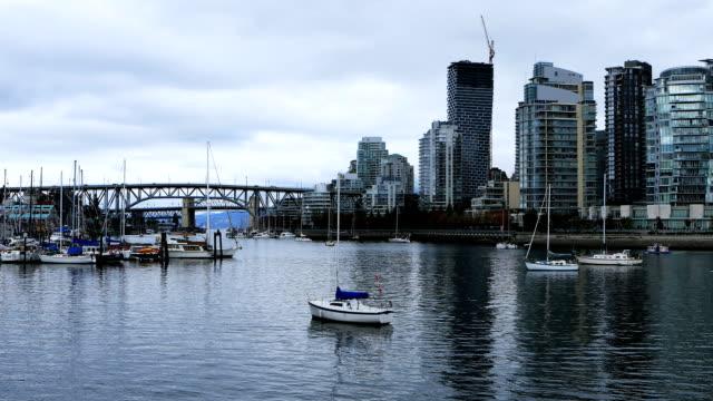Bridge-and-skyscrapers-in-Vancouver,-British-Columbia