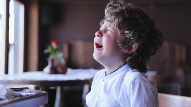Boy-Crying-Upset-Little-Child-Cry-At-Cafe