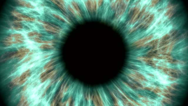 Verde-ojo-humano-dilatar-y-contraer-Muy-detallada-extreme-Close-up-de-iris-y-pupila-