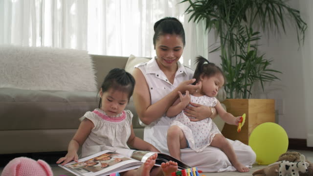 Mother-Spending-Time-with-Daughters