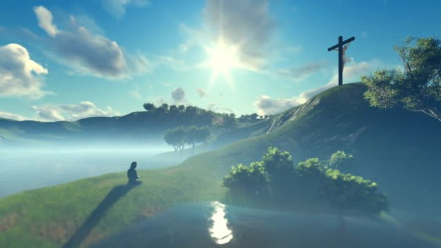 Frau-an-Jesus-Kreuz-gegen-schöne-Morgensonne-beten