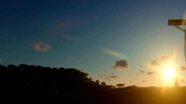 Christen-beten-zu-Jesus-Kreuz-bei-Sonnenaufgang-Schwenken