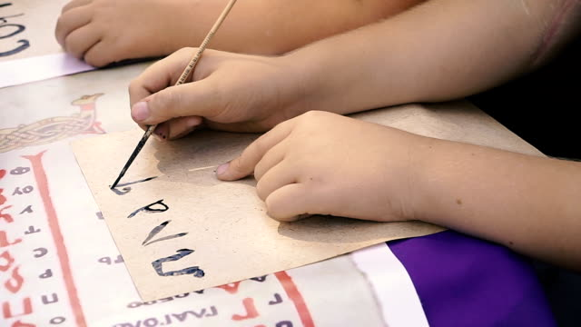 Learn-to-write-Children-learn-to-write-letters