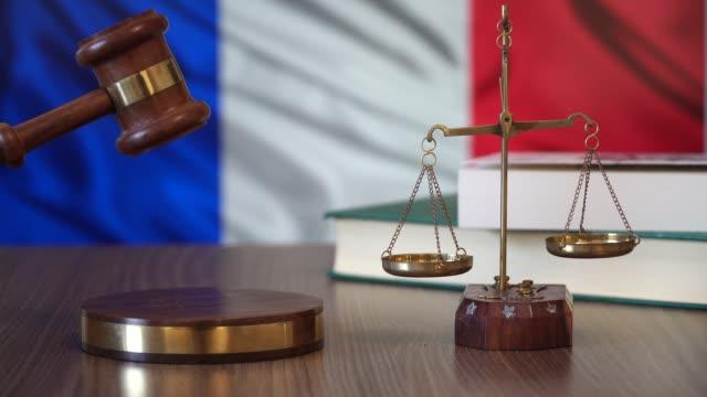 Justicia-de-las-leyes-de-Francia-en-la-corte-francesa