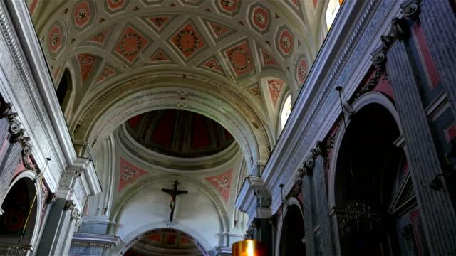 Techo-de-una-iglesia-católica
