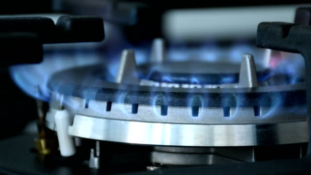 Gas-burner-turning-flame-on-and-off