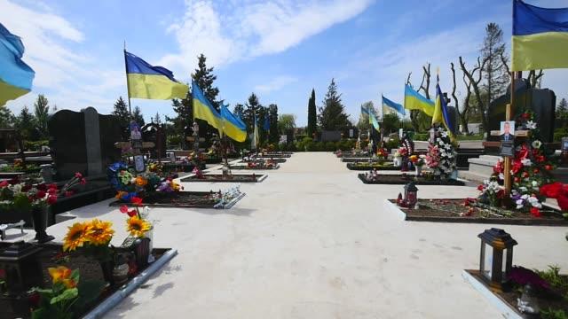 Cemetery-Graves-de-soldados-de-las-formaciones-de-ejército-y-nacionalista-ucraniana-murieron-durante-Guerra-Civil-2014-16-de-ucraniano-en-el-Donbass