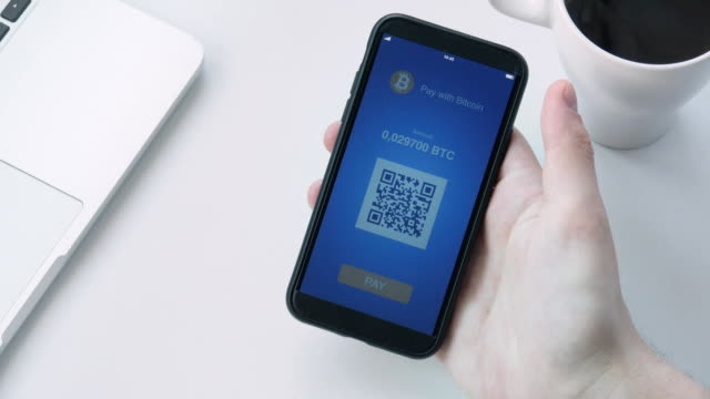 Paying-with-bitcoin-using-smartphone